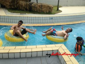Jurong_East_Swimming_River_pool2