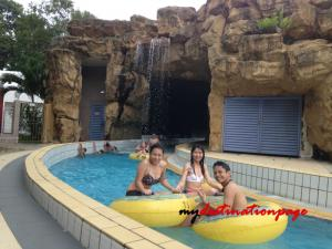 Jurong_East_Swimming_River_pool7