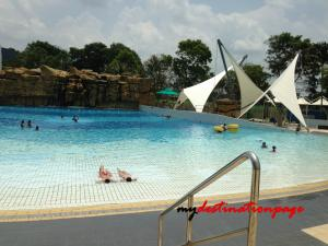 Jurong_East_Swimming_Wave_pool2