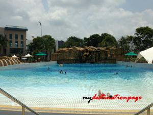 Jurong_East_Swimming_Wave_pool3